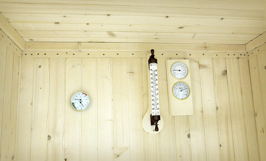 A German customer repurchase sauna thermometer and hygrometer